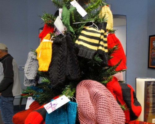 Mitten and hat tree